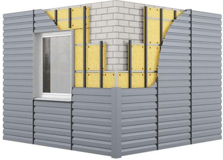 Сайдинг-панели следует монтировать на предварительно очищенную и обустроенную реечным каркасом поверхность