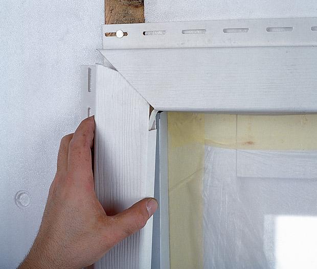 Оконно-дверные накладки, составляющие обрамление сайдинг-панелей на проёмах и заменяющие (при необходимости) наружные и внутренние непрямые углы