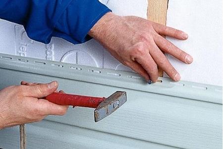 Сайдинг позволяет отделать дом своими руками быстро и бюджетно