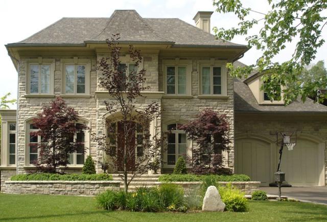 Вид фасада, конечно, определяется фантазией архитектора (дизайнера)