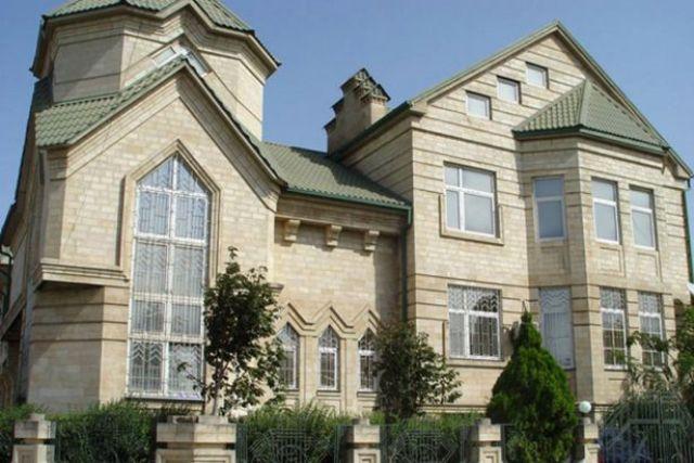 Недорогой вариант отделки фасада дома