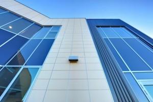 Навесные вентилируемые фасады отличаются декоративностью и длительным сроком службы