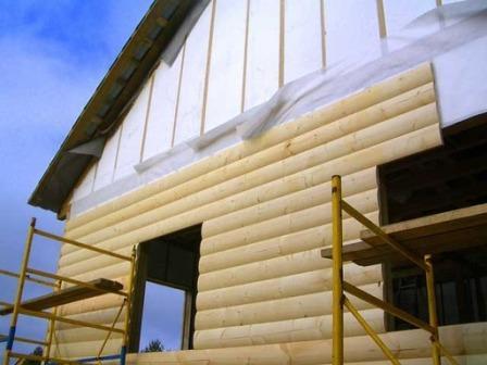 Блок-хаусом можно обшить дом из любых материалов