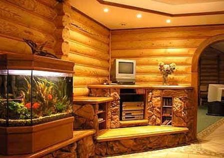 Лакирование или покраска блок-хауса не является долговечным покрытием, но делает древесину влагостойкой и неуязвимой к биологическим воздействиям