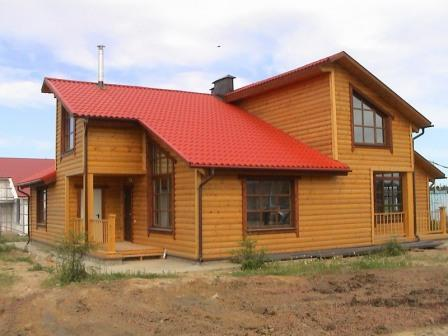 Для пропитки блок-хауса на фасаде здания рекомендуется применять масляные составы, придающие материалу влагостойкость