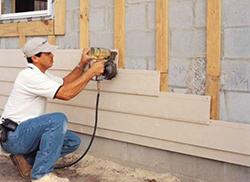 Технология обшивки сайдингом фасада здания относится к категории сухих видов наружной отделки стен