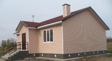 Сайдинг, самый дешевый вариант фасада, имеет довольно низкую прочность