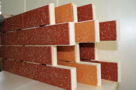 Сэндвич панели обладают теплоизолирующим слоем - для защиты, как от перегрева, так и от морозов