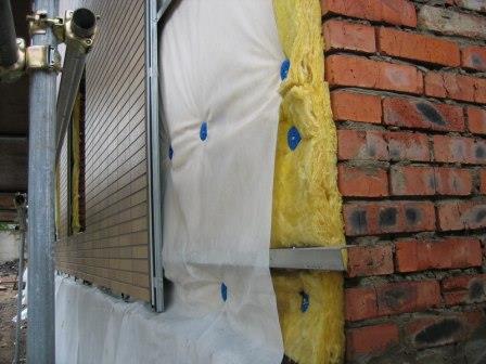 Стены не требуют специальной подготовки - под каркасом спрячутся все неровности
