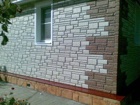С помощью фасадных панелей легко придать достойный внешний вид старому домику