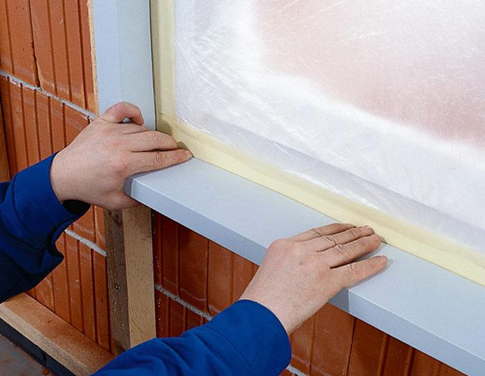 Пространство вокруг окна необходимо подвергнуть отделке снаружи для повышения теплоустойчивости всего внешнего стенового покрытия