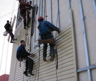 Монтаж панелей на высотных зданиях лучше доверить профессионалам