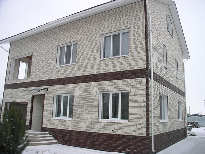 Довольно часто в качестве отделочных панелей для фасада используется цокольный вариант сайдинг-панелей