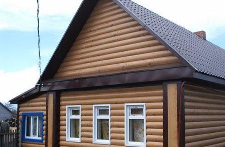 Текстура винилового блок-хауса полностью отвечает деревянному