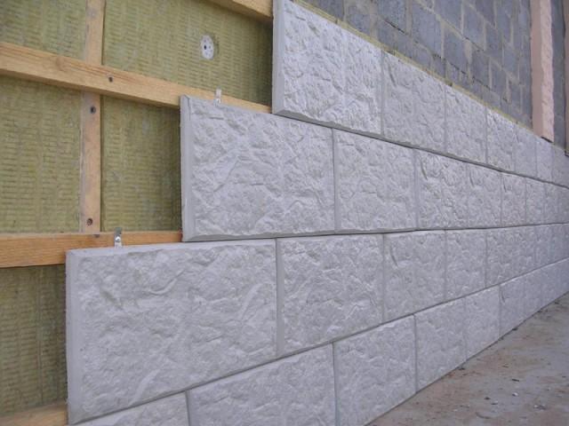 Сухой способ предназначен для облицовки плиткой кирпичных, бетонных и деревянных поверхностей без использования каких-либо клеев и растворов