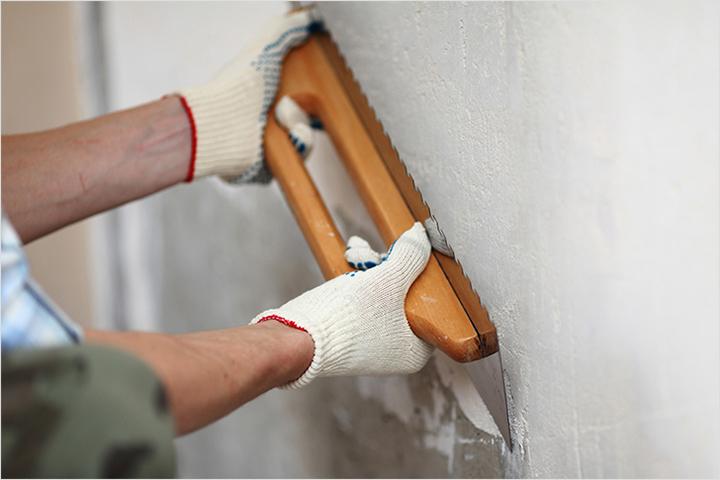 Монтажные работы предполагают качественную подготовку стеновой поверхности, на которую будут установлены планки и отделочный материал