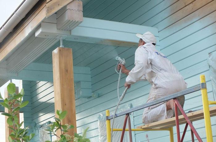 Перед проведением работ стоит подобрать вид краски, оптимально подходящий к типу материала поверхности стен, и только затем действовать строго по инструкции