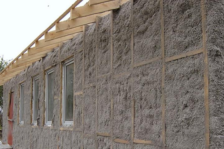 Любые работы по выполнению утепления более целесообразно производить на этапе строительства дома