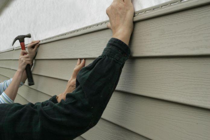 Собрать качественную обшивку своими руками можно в короткие сроки даже при отсутствии строительных и отделочных навыков
