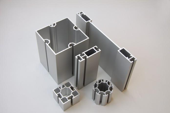 При помощи алюминиевых профилей осуществляется монтаж стоечно-ригельных систем