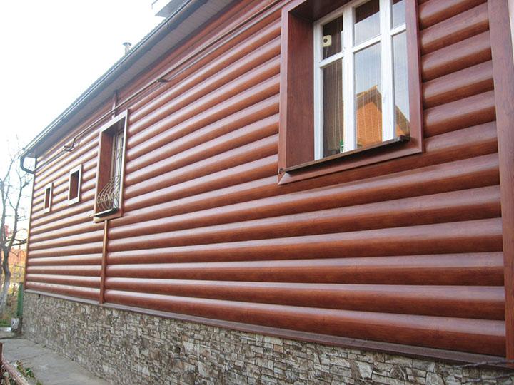 Сайдинг-панели «Woodstock» полностью воспроизводят не только текстурные особенности натуральной древесины, но и рельефность бревенчатой кладки