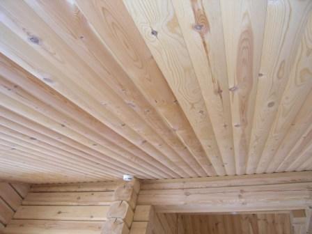Для внутренней отделки, а также для декора веранды и беседки, подойдет узкий блок-хаус