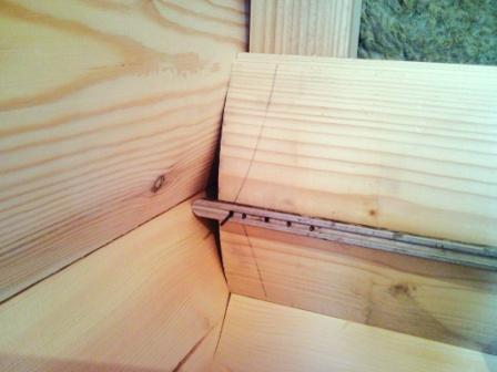Специальные запилы на панелях, обеспечивающие плотное примыкание