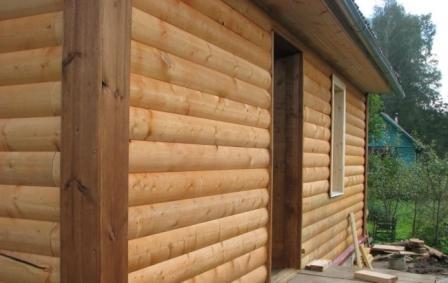 Угловые элементы в виде нешироких планок, которые крепятся вертикально после отделки стен и закрывают стыки