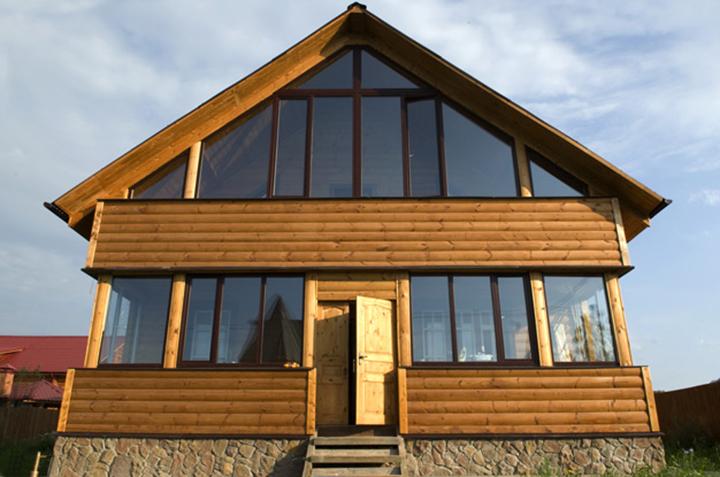 Стеклянные фасады для саун и зданий, установленные на профиле, обладают рядом преимуществ над другими типами отделки