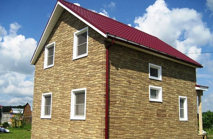Отделка фасадной части зданий при помощи сайдинговых панелей под камень актуальна не только с точки зрения декоративного оформления, но и в качестве обеспечения стен стабильной защитой