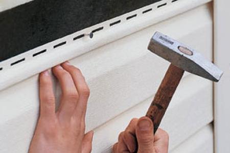 Монтаж винилового сайдинга относится к качественным и экономным вариантам отделки фасадов