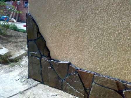 Старая добрая штукатурка – бюджетный вариант оформления фасада