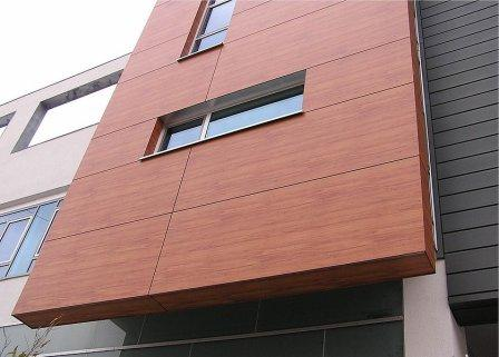 ЛВД-панели, благодаря малому весу, подходят для облицовки высотных зданий