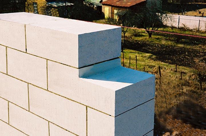 Газобетонные блоки представляют собой облегчённый камень искусственного происхождения, обладающий высокими теплоизоляционными качествами