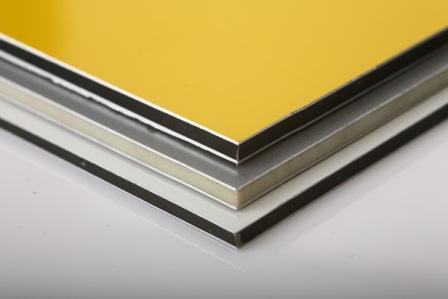Термоизолирующий слой композитных панелей защищен алюминиевым корпусом