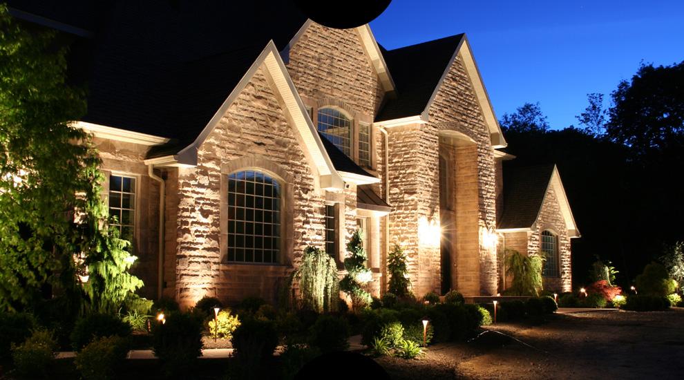 Следует обращать внимание на функциональность элементов освещения и в соответствии с назначением подбирать вид подсветки