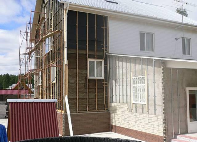 Обрешетка используется на любых типах здания и нужна для того, чтобы отводить воду и сохранять тепло