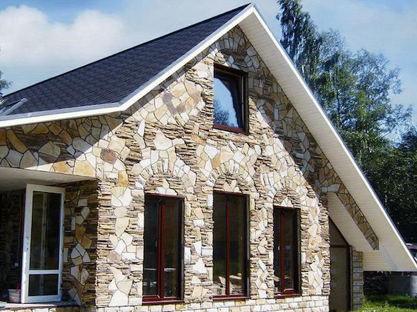 Специалисты отмечают, что создание аристократичного и благородного внешнего вида здания возможно при использовании натурального камня