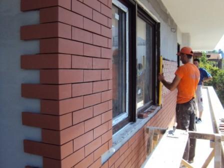 Расшивка швов кладки фасадной плитки из клинкера является завершающим этапом ее монтажа