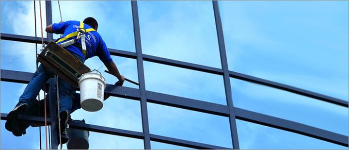 Проведение очистки фасада способствует также сохранению теплоэффективности и звукоизоляционных качеств фасадной отделки и продлевает срок ее эксплуатации