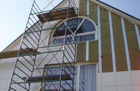 Установка навесного фасада не требует специальной подготовки наружных стен
