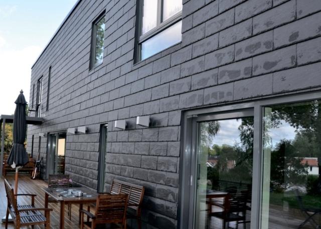 Фасадная бетонная плитка – это отличное архитектурно-строительное решение, используемое при облицовке готовых построек различного типа и назначения