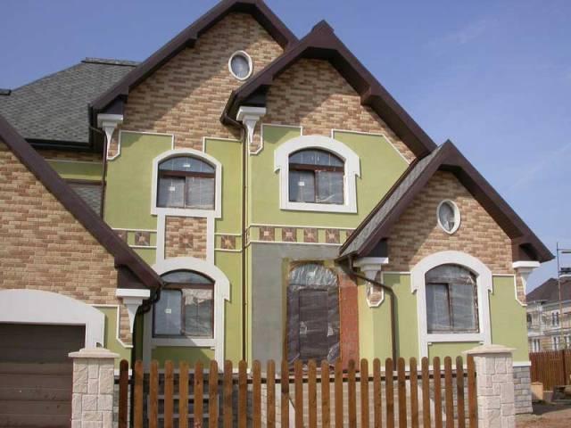 При капитальном ремонте фасада этапы восстановительных и отделочных работ могут отличаться в зависимости от выбранного способа облицовки («сухой» или «мокрый»)