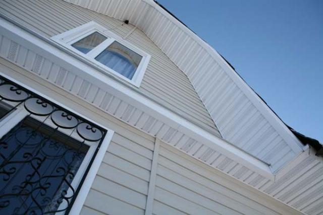 Панели софитов нашли распространенное применение как в строительстве новых зданий, так и в реконструкции или восстановлении старых строений