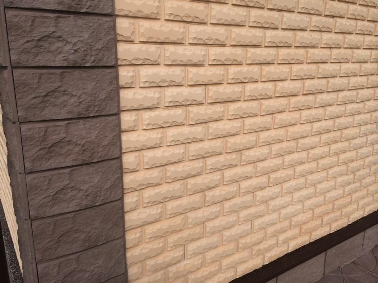 Фасадная плитка «Каньон» чаще всего имитирует кирпич и природный камень