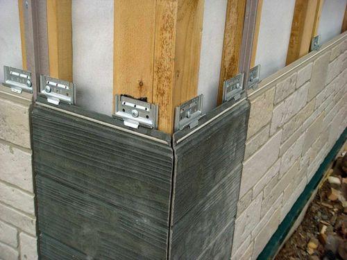 Конструкционные особенности и технология крепления бетонного сайдинга способствуют эффективной защите стен и не провоцируют образование плесени или грибка